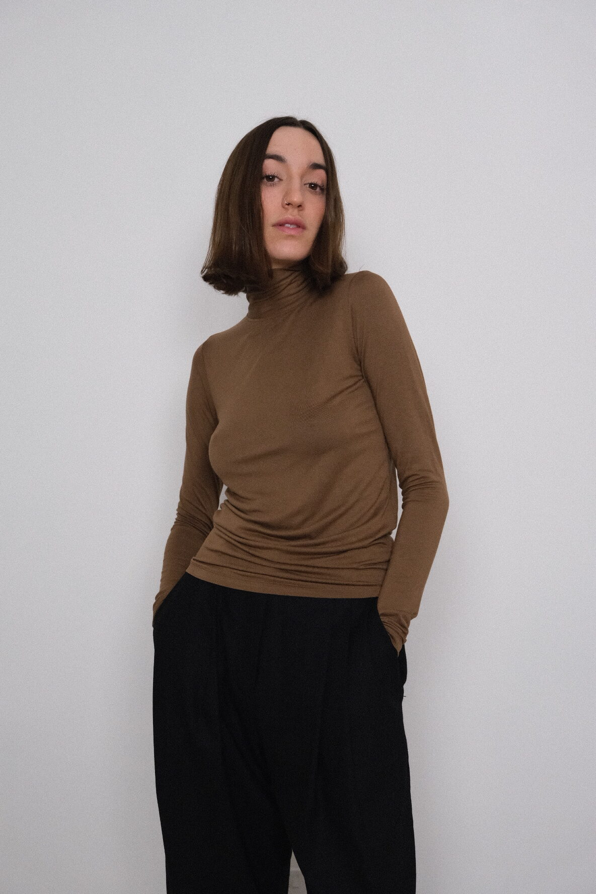 Table Knotted High Neck in Brown