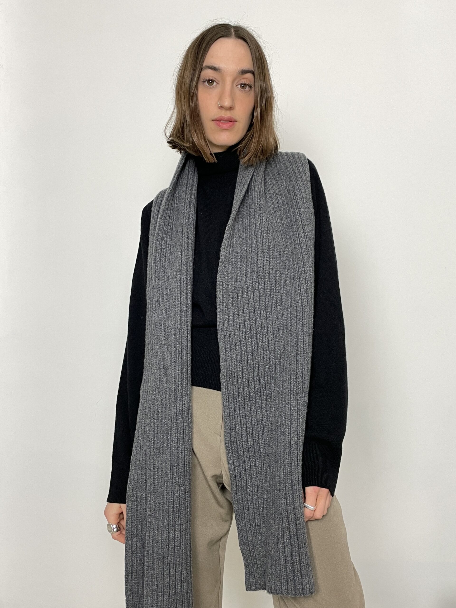 Table Long Scarf in Grey